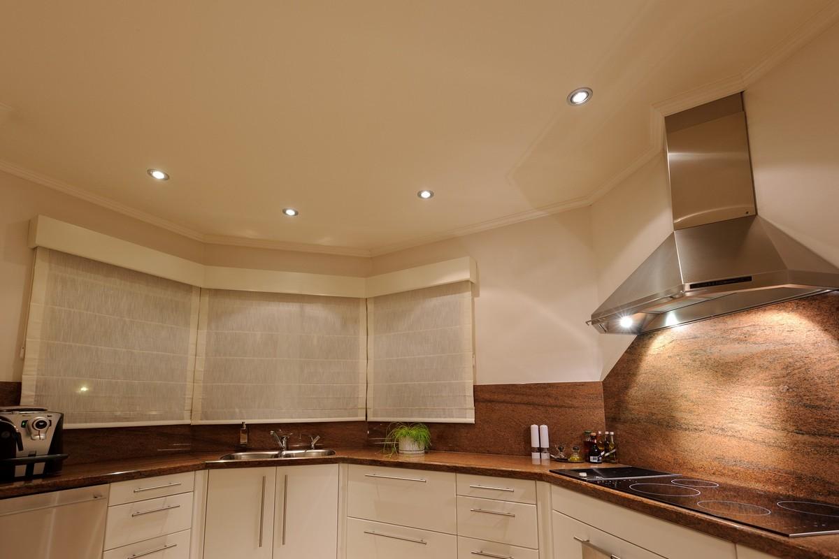 Wat zijn de verlichtingsmogelijkheden in plafonds?   Famst