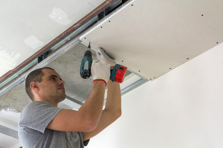 Spanplafond is strakker dan gyproc plafond